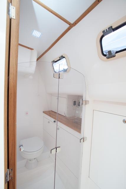 Banheiro c/ Box Suíte de Popa