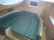 Mesa revertida em cama
